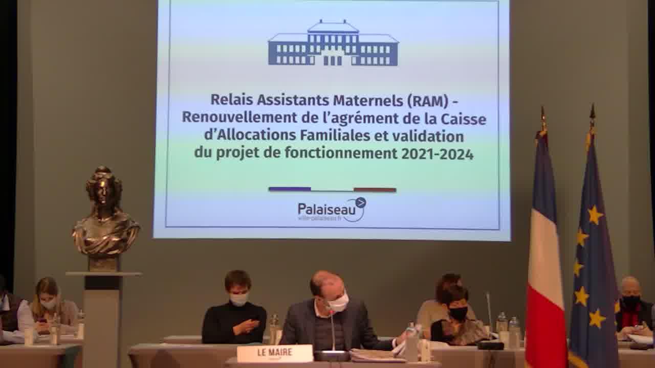 Adoption des tarifs municipaux relatifs à la location du Théâtre de la Passerelle aux Associations