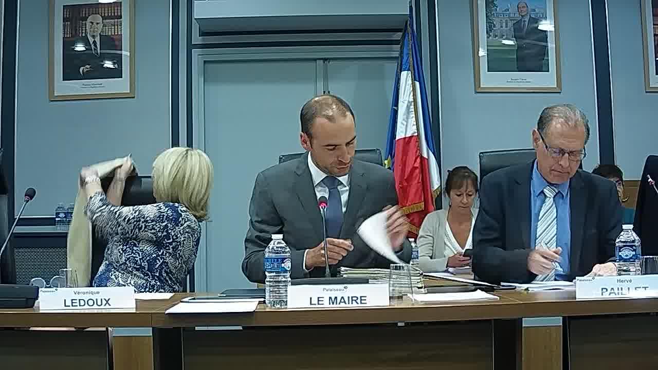 Dénomination du bâtiment de la MJC / Information sur la délégation donnée au Maire dans le cadre de l'article L.2122-22 du CGCT (décisions n°2018-06-133 à 2018-08-201) / Adoption du procès-verbal du conseil municipal - Séance du 25 juin 2018