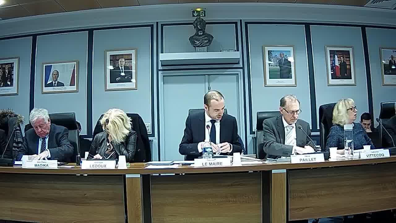 Adoption du procès-verbal du conseil municipal - Séances des 18 décembre 2017, 22 janvier et 12 février 2018 / Suspension de séance
