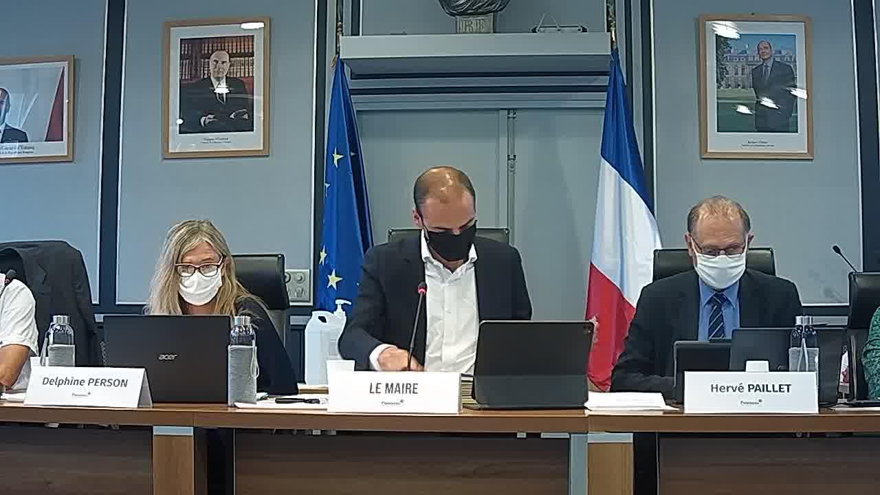 Démission de Mme Mathilde ERMAKOFF, conseillère municipale / Installation d'un nouveau conseiller municipal / Modification de la composition des Commissions municipales