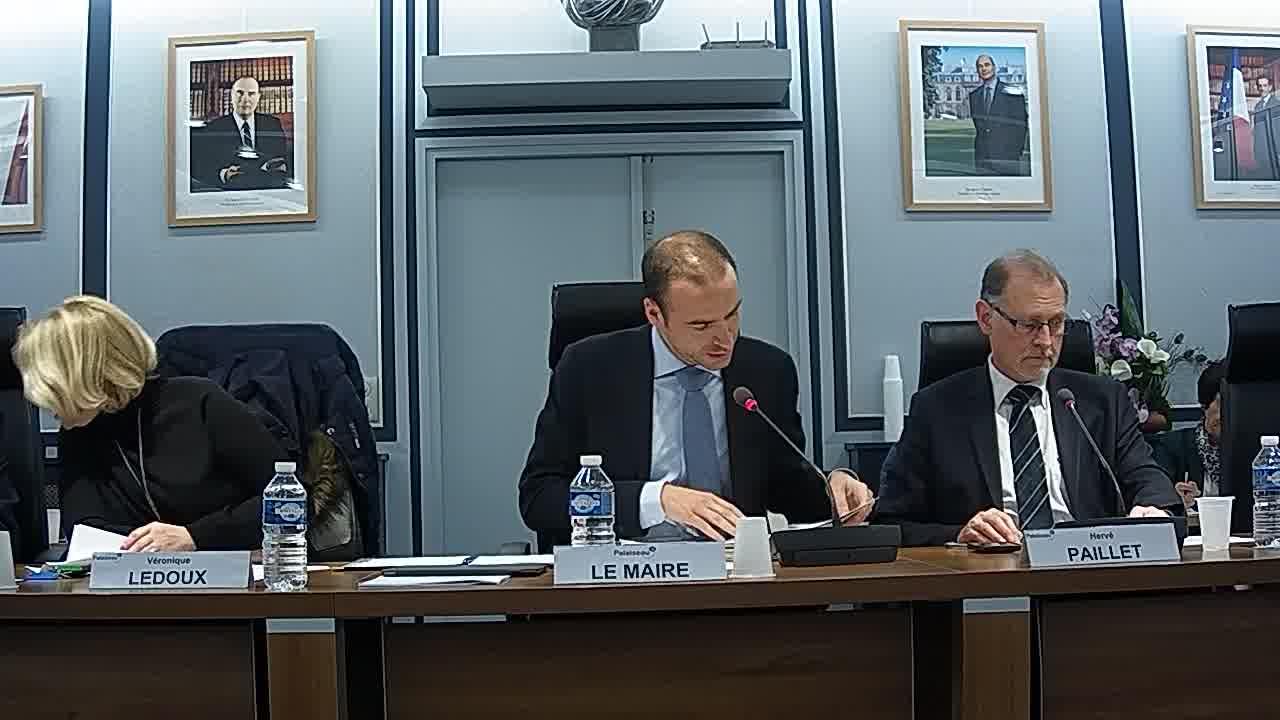 Voeu du Conseil municipal tendant à rendre hommage aux anciens maires de Palaiseau par la dénomination d'un lieu public (bâtiment, salle, rue, etc...)